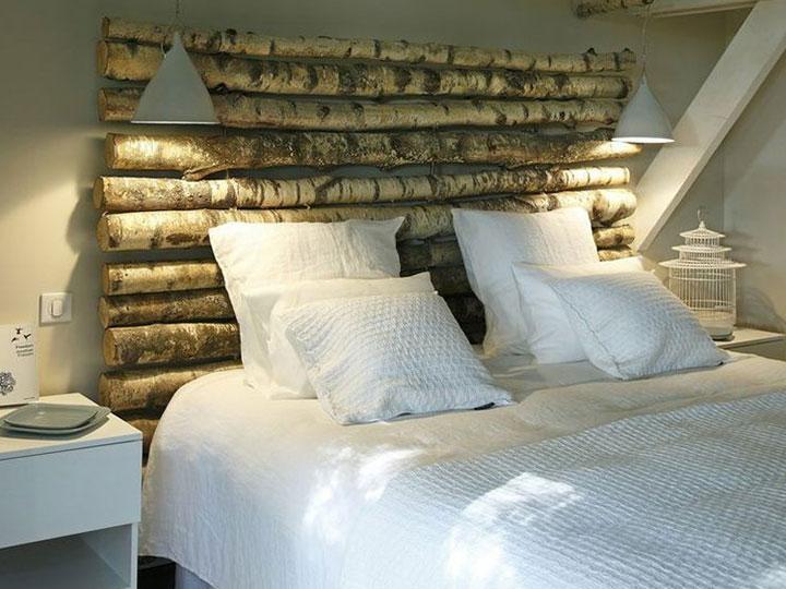 esempio di testiera del letto con tronchi di betulla