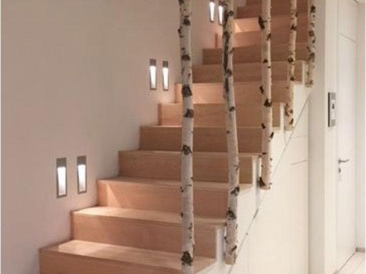Esempio parapetto per scale con tronchi di betulla
